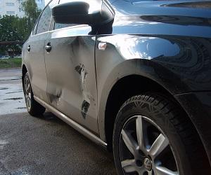 Автомобиль помяли на мойке